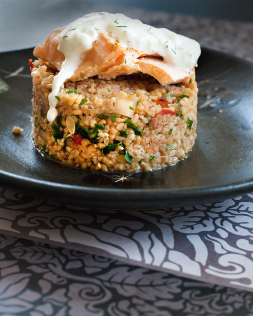 Burghul con salmone e salsa tzatziki