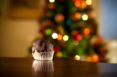 Riciclo panettone: bon bon di panettone al cioccolato e bread tokens