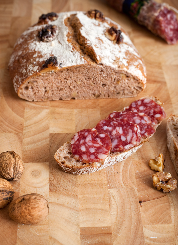 Pane semplicissimo al Farro e Noci