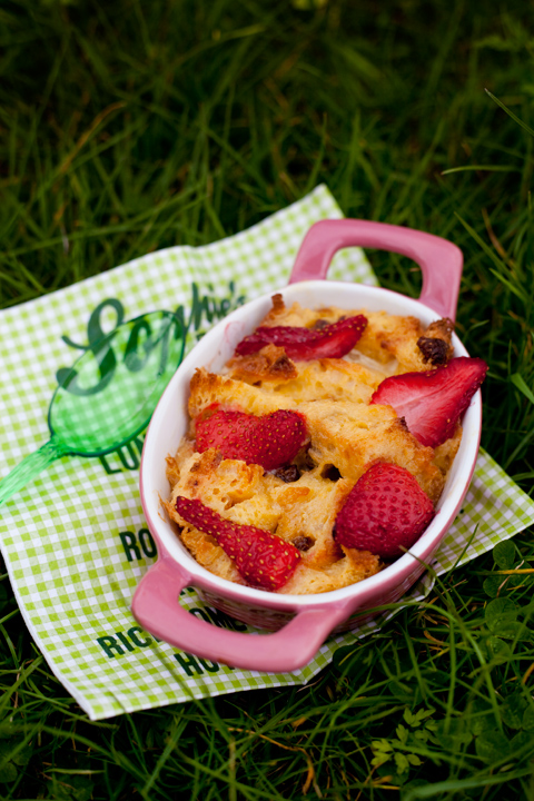 Panettone bread and butter pudding con fragole e riciclo Colomba di Pasqua