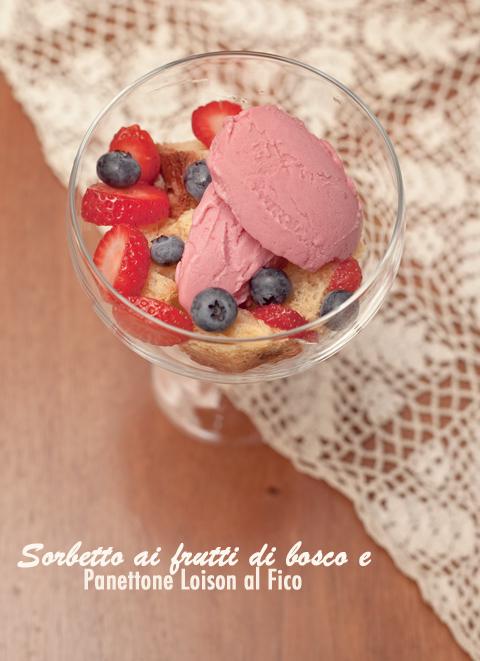 Bicchiere con sorbetto ai frutti di bosco e panettone Loison al fico