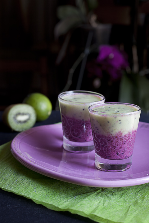 Lassi al kiwi e mirtillo