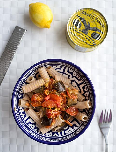 Pasta-al-farro-con-melanzane-e-tonno